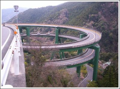 ingenieria-en-la-red-kawazu-nanadaru-loop-bridge-01.jpg