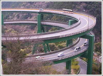 ingenieria-en-la-red-kawazu-nanadaru-loop-bridge-02.jpg