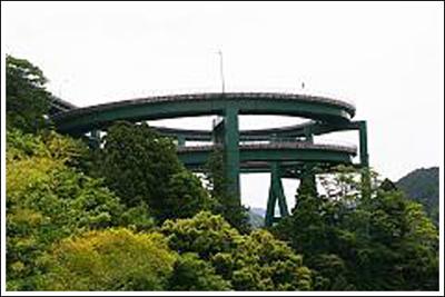 ingenieria-en-la-red-kawazu-nanadaru-loop-bridge-10.jpg