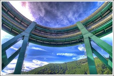 ingenieria-en-la-red-kawazu-nanadaru-loop-bridge-12.jpg